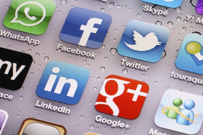 social-media-applications-000019365398-100264185-orig.jpg