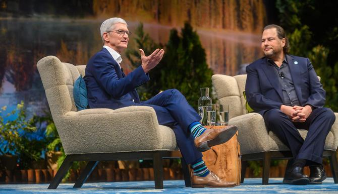 Tim Cook (left) with Marc Benioff